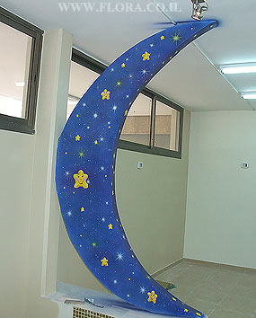 Kindergarten murals – Moon drawing. Kindergarten Marina in Givat-Shmuel. Muralist: Flora..   click here to zoom picture